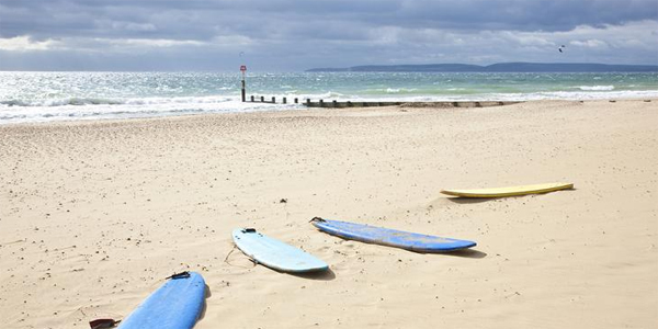 Surf en la playa de Bournemouth