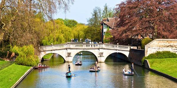 Paseo en barca por el rio