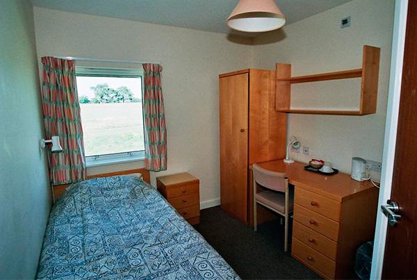 Habitación individual vacía en Chichester