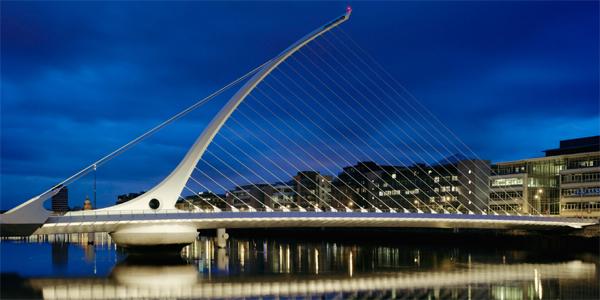 Puente de Samuel Beckett (diseñado por Santiago Calatrava)