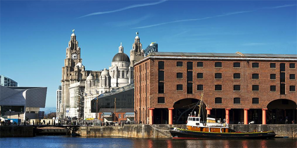 Albert Dock con Three Graces al fondo