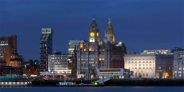 Vista de Liverpool de noche