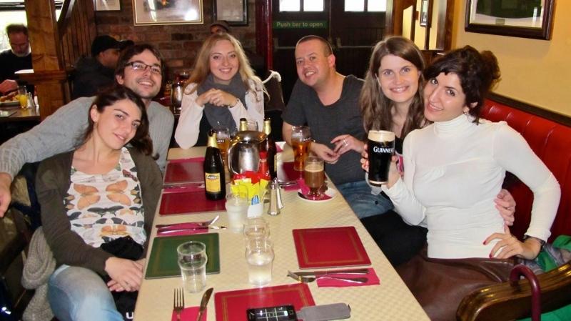 Class in pub (800x449)