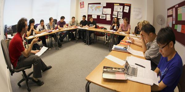 Alumnos en clase de Ingles Londres Oxford Street