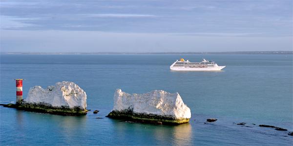 Transatlántico llegando a Southampton