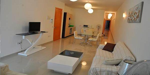sala de estar apartamento malta comaprtido