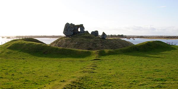 Ruinas del antiguo monasterio de Clonmacnoise en Athlone