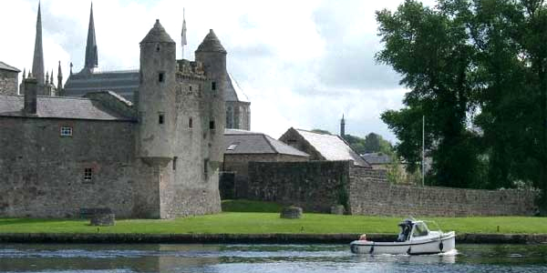 Enniskillen Castle, a orillas del río Erne