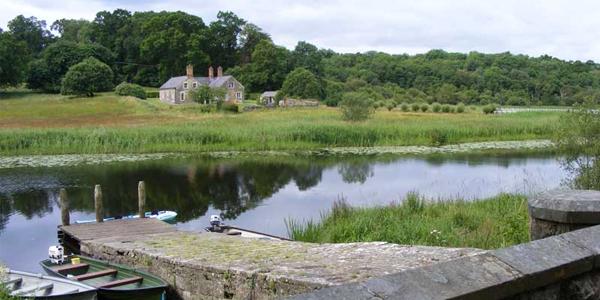 Casa a orillas del río Erne