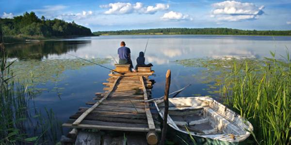 Padre e hijo pescando en Lisnaskea