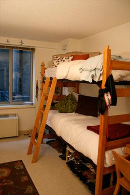 Habitación con litera en la residencia