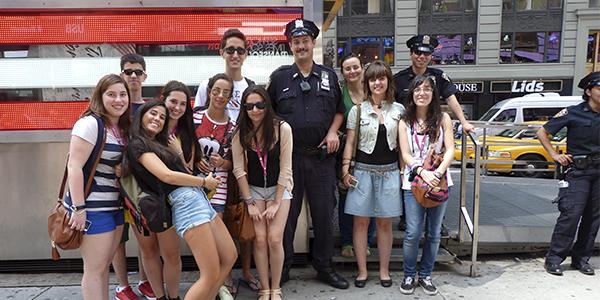 Nuestros chicos con los policías de NY