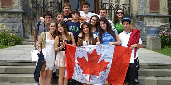 Con la bandera canadiense