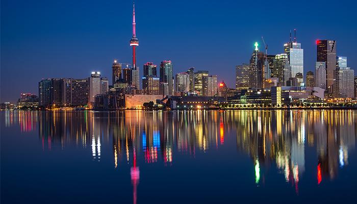 Noche en Toronto