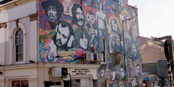 Graffiti en una pared de la ciudad de Brighton